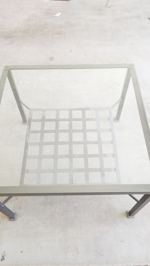 Glass coffee table for Sale in Laveen Village, AZ