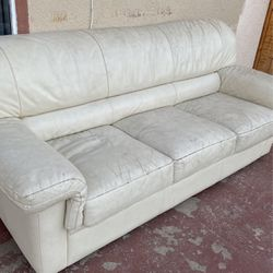 White Used Couch Free for Sale in Tijuana,  MX