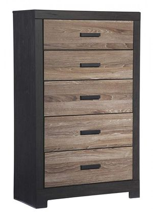 New ASHLEY FURNITURE SIGNATURE DESIGN - HARLINTON CHEST OF DRAWERS - 5 DRAWER DRESSER - CONTEMPORARY VINTAGE - WARM GRAY & CHARCOAL for Sale in Goodyear, AZ