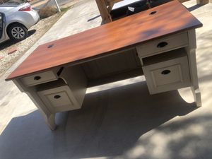 Desk $100 for Sale in Apple Valley, CA