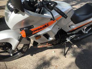 2004 KAWASAKI NINJA MOTORCYCLE 250 like new for Sale in Buffalo Grove, IL