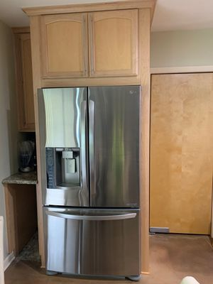 """LG refrigerator with two ice makers. Counter Depth Like New Dimensions: 36 3/4""""W x 31 3/4""""D x 69 3/4""""H Selling because remodeling cabinet area. for Sale in Bartow, FL"""