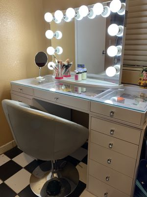 Makeup Vanity for Sale in Lynwood, CA