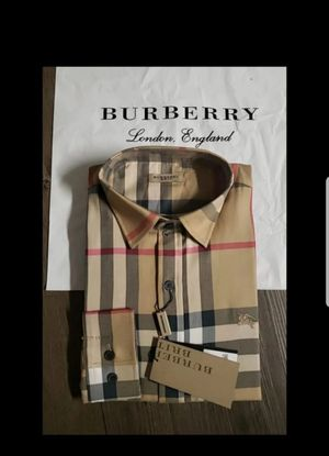 [New & Authentic] Burberry Men Nova Check Size Large for Sale in Smithtown, NY