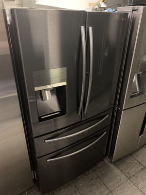 SAMSUNG SHOWCASE BLACK STAINLESS 4 DOOR REFRIGERATOR for Sale in Moreno Valley, CA
