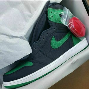 "Air Jordan 1 Retro High ""Pine Green Black"" for Sale in Methuen, MA"