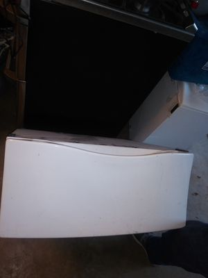 2 White Kenmore and Ge pedistals for washer and dryer measurements 27×25 3/4 for Sale in San Antonio, TX
