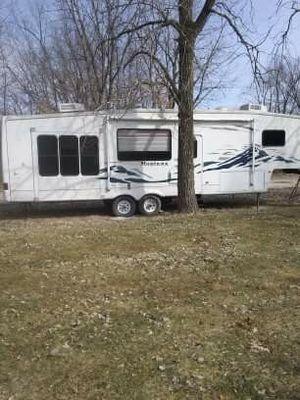 2005 keystone Montana 5th wheel rv for Sale in Peoria, IL