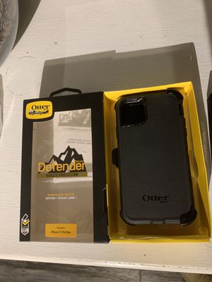 iPhone 11 Pro Max otterbox defender series for Sale in Riverside, CA
