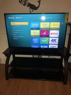 "Ruko Hisense 43"" 4K ultra HD with steel/black glass TV Stand for Sale in Roanoke, VA"
