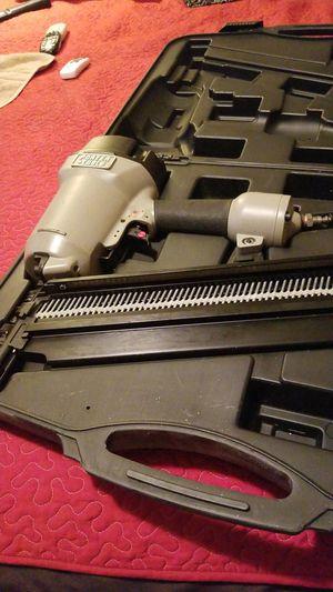 Vendo pistola de clavos en muy buen estado for Sale in Miami, FL