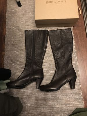 Women Brown Leather Shoes Size 8 for Sale in Colton, CA