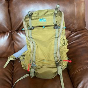 REI 40Litter Men's Hiking Backpack Size L for Sale in Lacey, WA