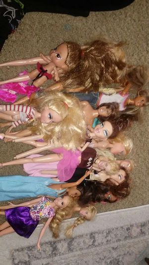 Barbies and bratz dolls for Sale in Portland, OR