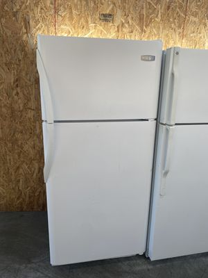 $239 white Frigidaire 18 cubic refrigerator with delivery in the San Fernando Valley for Sale in Los Angeles, CA