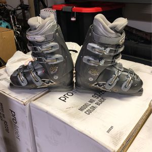 Nordica Women's One Ski Boot Size 295mm Or 8.5us for Sale in Fontana, CA