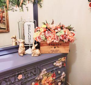 Large custom floral arrangement in farmhouse wood box for Sale in Buckeye, AZ