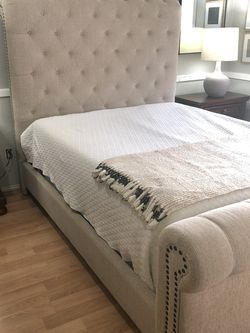 Queen Bed Frame for Sale in Clackamas,  OR