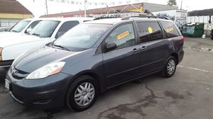 2010_Toyota Sienna Facil de Llevar for Sale in South Gate, CA