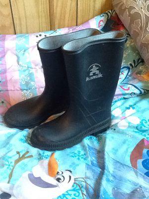Size 3 kids rain boots for Sale in Edgewood, WA