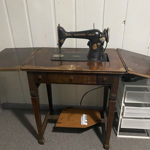 Vintage Singer Sewing Machine for Sale in Silver Spring, MD