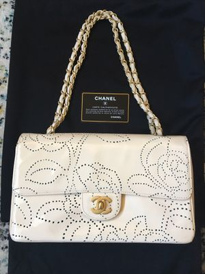 Chanel Camellia Chain Shoulder Bag Patent Leather Ivory Vintage for Sale in Mill Creek, WA