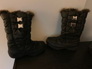 Size 7 women's snow boots for Sale in Washington, DC