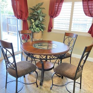 4 Chair Dining Room Table for Sale in Visalia, CA