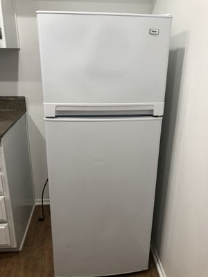 Haier 24 inch 10.3-cu ft Top-Freezer Apartment Size Refrigerator for Sale in El Monte, CA