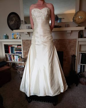 New champagne wedding dress for Sale in Peoria, IL