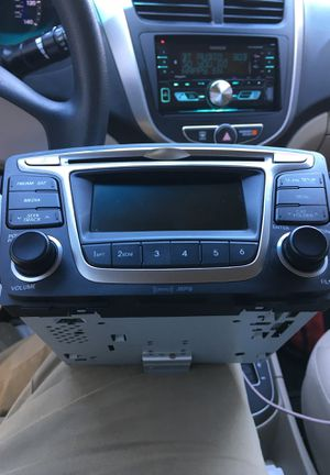Hyundai Factory Stereo (Head Unit) Part #96170-1R111RDR Model AC180SBAN for Sale in Houston, TX