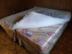 Free Queen Bed, Full Bed, Two Twin Beds and Fold Up Twin for Sale in Wrightwood, CA
