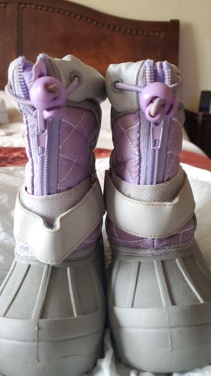 Toddler snow boots size 8 for Sale in Hoffman Estates, IL