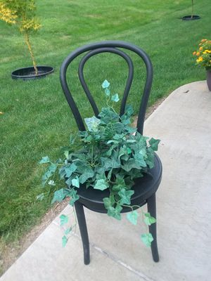 Potted Chair with a plant for Sale in N BELLE VRN, PA
