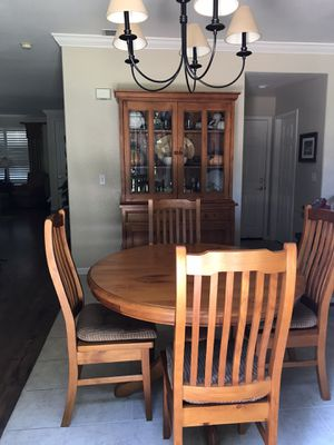 Kitchen table and hutch for Sale in Danville, CA