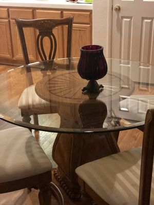 4 chair round table for Sale in DEVORE HGHTS, CA