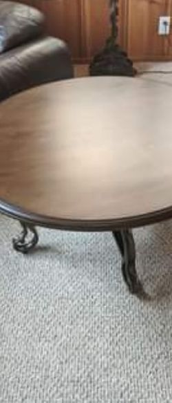 Brand New Round Chocolate Colored Coffee Table for Sale in San Lorenzo,  CA