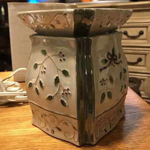 Vintage Yankee Candle Holly Berry Sprig Electric Wax Warmer for Sale in Abingdon, MD