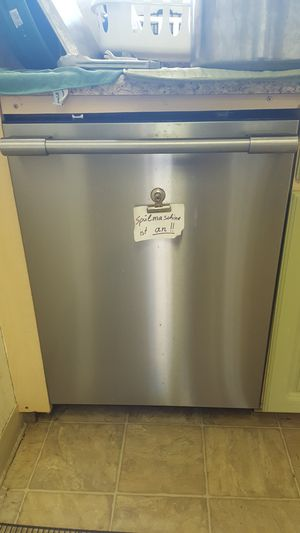 1 year old dishwasher Frigidaire for Sale in San Diego, CA