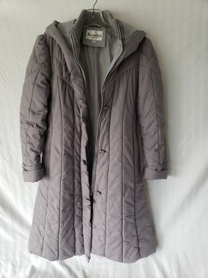 Ladies long quilted parka for Sale in Jurupa Valley, CA