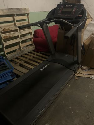 True Fitness Treadmill PS100 for Sale in North Smithfield, RI