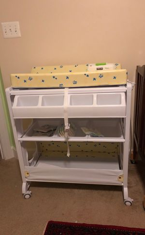 Infant Changing Table and Bathtub- Like New for Sale in Bowie, MD