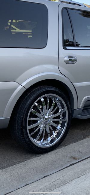 24 inch Giovanna wheels and tires 6 lug for Sale in Modesto, CA