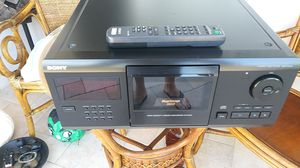 SONY MEGA STORAGE 200 CD COMPACT DISC PLAYER CX205 for Sale in St. Pete Beach, FL