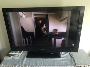40 inch Emerson tv (no remote) for Sale in Nashville, TN