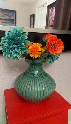 """Large vase with poppy flowers 19"""" x 12"""" for Sale in Homestead, FL"""