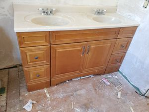 Vanity 60 inches double sink used buenas condiciones $80 dollars for Sale in Riverside, CA