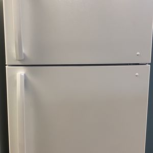 Insignia Fridge New Scratch And Dent !! With Six Months Warranty for Sale in Laurel, MD