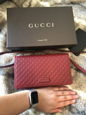 Gucci Red Classic Wallet /cross body NEW never used for Sale in Nutley, NJ