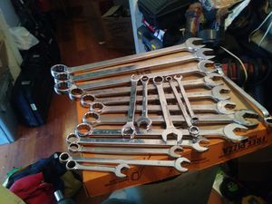 18 MAC WRENCHES SAE & METRIC 12MM-1 1/14 IN VERY GOOD CONDITION & LIFETIME WARRANTY for Sale in Obetz, OH